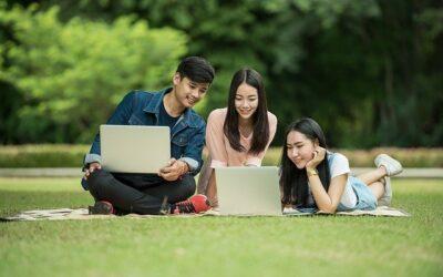 6 Cara Merawat Laptop Agar Awet Selama Belajar Online